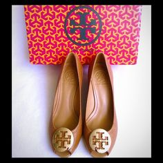 """HOSTPICK Authentic Tory Burch Peep Toe Pumps These are never used authentic Tory Burch leather peep toe pumps Color: Royal Tan/Gold Size 7. They are true to size with 2 1/2"""" heels. Box included NO TRADE, PRICE FIRM. Tory Burch Shoes Heels"""