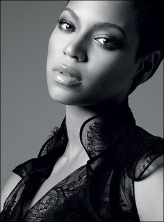 Image from http://www.missxpose.com/wp-content/uploads/2011/04/Beyonce-Dream-Girls.jpg.
