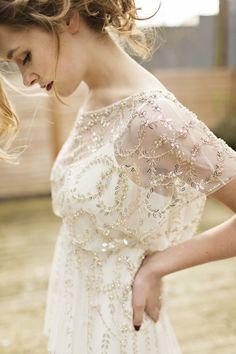 ゴールドの刺繍が美しい一着! ジェニーパッカムの花嫁衣装・ウエディングドレス一覧☆
