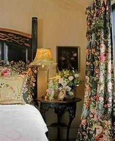 English Traditional Bedroom - Chintz