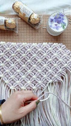Macrame Wall Hanging Patterns, Macrame Patterns, Macrame Purse, Macrame Knots, Micro Macramé, Macrame Design, Macrame Projects, Yarn Crafts, Handmade