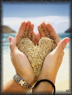 Όπως κυλάει η άμμος από τα χέρια μας έτσι και η ζωή μας