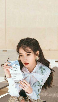 劇迷必收藏♥《德魯納酒店》一大波精美手機桌布整理!滿月社長的美貌就該放在螢幕好好欣賞啊~   Kdaily 韓粉日常 Korean Actresses, Korean Actors, Iu Moon Lovers, Luna Fashion, Chica Cool, Cute Korean Girl, Kdrama Actors, Foto Pose, Korean Artist