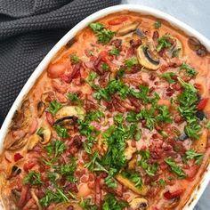 Mørbrad i fad med bacon, champignon og cocktailpølser Danish Cuisine, Real Food Recipes, Cooking Recipes, Recipes From Heaven, Budget Meals, One Pot Meals, Easy Cooking, Frisk, Italian Recipes