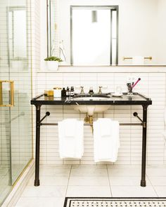 When a bathroom is this good, it's hard to ever leave @RefineryHotel | Photo: @jakerosenberg