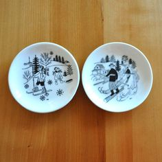 set of two arabia finland emilia pin dishes - raija uosikkinen Nordic Skiing, Plates On Wall, Finland, Decorative Plates, How To Apply, Snow, Dishes, Traditional, Black And White