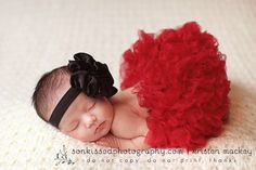 I can't even handle how adorable this is.  I want a newborn pic of Kinley just like this.. but with different colors