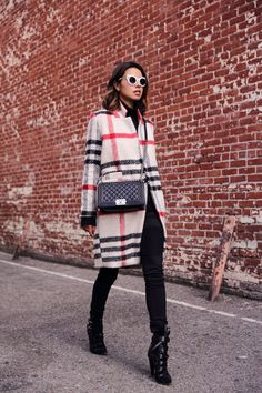 PLAIDS - mia oversize plaid woolen coat, mid-rise skinny jeans in black, chanel boy flap bag, suede buckle boots / VivaLuxury Winter Outfits, Casual Outfits, Cute Outfits, Fashion Outfits, Womens Fashion, Fashion Blogs, Plaid Coat, Wool Coat, Coach