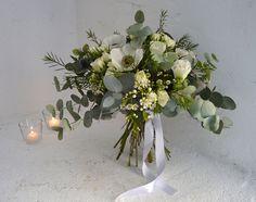 Ramo de novia invernal con rosas, anémonas y eucalipto // Winter bridal bouquet by Blumenaria