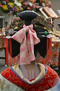 Tayuu of Shimabara at the Hokyoji Doll Memorial Ceremony, #Kyoto by Lucinda Cowing for Kyoto Journal. #geisha