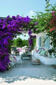 Em Formentera, uma casa bucólica respeita os valores ecológicos da região numa atmosfera em estilo provençal.
