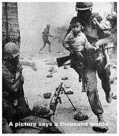 Vietnam War - A soldier rescuing Vietnamese children. Because there were many atrocities during the Vietnam War, it's nice to see pictures like this. Nagasaki, Hiroshima, World History, World War, Today History, History Books, History Photos, Papua Nova Guiné, War Photography