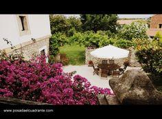 Patio y jardin de la posada