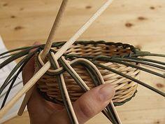 Obrazek Paper Basket Weaving, Rolled Paper, Rattan, Macrame, Diy And Crafts, Hair Accessories, How To Make, Handmade, Matisse
