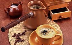 Tatlı istegini kesen tarçınlı türk kahvesi