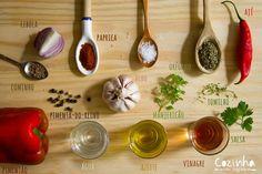 Chimichurri: o que é, quais os ingredientes, e como é feito o mais famoso tempero argentino - Cozinha sem segredo, por Andre Nogal Food Dishes, Ale, Garlic, Food And Drink, Cooking Recipes, Tasty, Homemade, Vegetables, Tableware