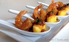 Deconstructed Shrimp & Grits {one small bite at a time} Lemony Thyme Mardi Gras Appetizers, Fancy Appetizers, Mardi Gras Food, Shrimp Appetizers, Appetizer Recipes, Shrimp Grits, Fried Shrimp, Deconstructed Food, Grit Cakes