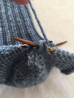 Hjemmelaget: Sokker med gammaldags hælfelling. ( oppskrift) Crochet Socks, Knitting Socks, Knit Crochet, Knit Socks, Slipper Socks, Slippers, Boot Cuffs, Kids And Parenting, Leg Warmers
