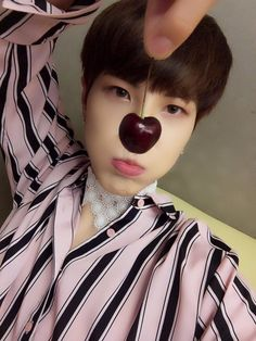 "[170622] kisu fancafe trans  Throw a Picture  ""Cherry nose  """