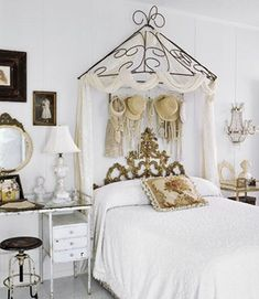 teens chic Victorian style bedrooms with touches of vintage.