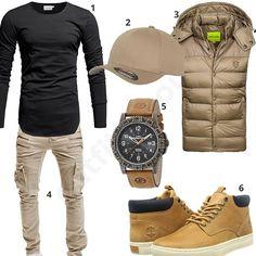 Cooles Männer-Outfit mit schwarzem Crone Longsleeve, beiger Bold Weste und Flexfit Cap, Cargo-Jeans von Merish, Timex Armbanduhr und Timberland Boots.