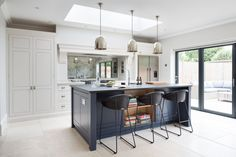 Contemporary Family Kitchen, Chelmford, Essex - Humphrey Munson Kitchens - Dark blue island, grey cabinetry, metallic lighting Most Popular Kitchen Design Ideas on 2018 & How to Remodeling Open Plan Kitchen Living Room, Kitchen Dining Living, Family Kitchen, New Kitchen, Howdens Kitchens, Home Kitchens, Kitchen Island Howdens, Beautiful Kitchen Designs, Beautiful Kitchens