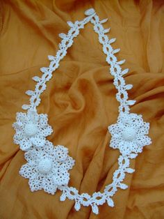 Macrame collar with flowers