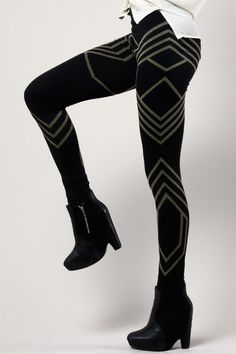 Geometric Print Leggings | Thrifted Modern If you like leggings and athletic wear, check out my site https://ronitaylorfit.com