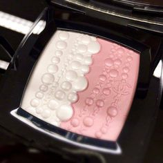 Chanel Le Blanc Spring 2016 Collection / Chanel Perle et Fantasy Compact Powder
