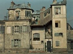 Mon oncle Jacques always put the key on the ledge for safety's sake, one never knows.