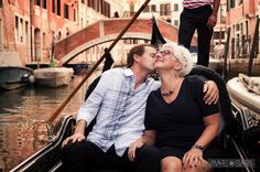 Love in Venice. Kim and Michael shared with Mare and Sara Photography part of their romantic trip to Italy. Romantic Travel, Venice Italy, Italy Travel, Photo Sessions, Destination Wedding, Wedding Photography, Poses, Vacation, Couples