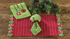 Yoyo Christmas Placemat from Park Designs comes in a variety of festive colors to bring holiday cheer to any table setting. Christmas Placemats, Christmas Runner, Christmas Table Decorations, Christmas Quilting, Christmas Tables, Purple Christmas Tree, Christmas Holidays, Coastal Christmas, Christmas Recipes