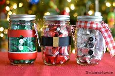 Need an easy, inexpensive, last-minute, DIY gift? Whether is for a teacher, a friend or a neighbor they will love these Mason Jar Christmas Gifts filled with Hershey's Kisses. Mason Jar Christmas Gifts, Creative Christmas Gifts, Christmas Gifts For Friends, Teacher Christmas Gifts, Mason Jar Gifts, Christmas Gift Wrapping, Mason Jar Diy, Diy Christmas Ornaments, Christmas Candy
