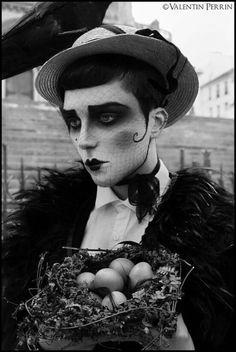 Valentin Perrin Fotografie - make up - Makeup Inspo, Makeup Art, Makeup Inspiration, Character Inspiration, Makeup Style, 1920 Makeup, Cabaret, Pierrot Clown, Dark Circus