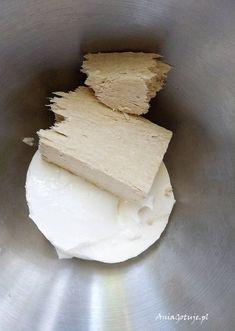 Przepis na prosty deser chałwowy z mascarpone   AniaGotuje.pl Feta, Icing, Biscotti, Mango, Good Food, Food And Drink, Cooking Recipes, Sweets, Cheese