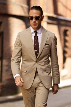 When spring arrives and the temperatures start to warm up, there is no better suit for the season than a cotton khaki suit.