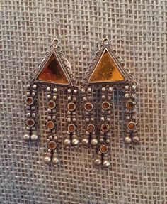 Transition into fall with these gorgeous silver and orange glass earrings 🍁🍂😍 * * We ship from the U.S., message us link in info * * * #indigoandrust #earrings #fall #autumn #orange #jewelry #silver #artisans #boho #fashion #travel #india #ethnic #gypsy #accents #accessories #halloween #silverjewelry #silverearrings #autumn #bohochic