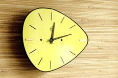 Horloge de cuisine - Wall Clock - laiton noir jaune Formica - decoration murale - atomique - mi-siècle années 1950 1960-Made in France - Jappy électrique