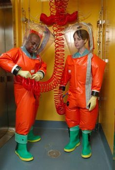 """A 2007 photo of the lab """"spacesuits."""" The suits the scientists currently wear are white instead of orange, and have white boots and black gloves. Bootfahren Outfit, Hazmat Suit, Red Hunter, Space Fashion, Hunter Boats, Boating Outfit, Summer Crop Tops, Black Gloves, White Boots"""