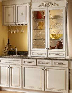 maple canvas wet bar in kitchen kraftmaid cabinetry - Kozy Kitchen