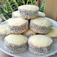 Alfajores de Maizena receta original - Easy Food To Make Baby Food Recipes, Mexican Food Recipes, Sweet Recipes, Cookie Recipes, Dessert Recipes, Chicken Recipes, Alfajores Recipe Argentina, Pan Dulce, Bakery
