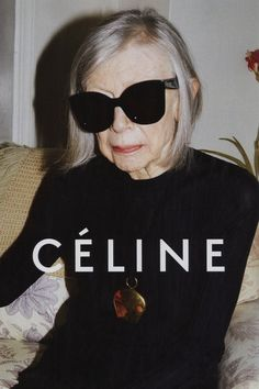 American author Joan Didion is the new face of the CELINE campaign. Shot by Juergen Teller, wearing oversized black frames, the 80 year old writer is the epitome of the laid-back, effortlessly chic CELINE woman. Phoebe Philo, Juergen Teller, Celine Campaign, Elle Blogs, Fashion Advertising, Advertising Campaign, Mode Editorials, Advanced Style, Ss 15