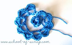 Come fare una rosa all'uncinettro ro 3 Crochet Doilies, Crochet Flowers, Barbie Accessories, Crochet Designs, Lana, Diy And Crafts, Crochet Earrings, Creations, Embroidery