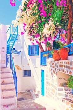 📍 Santorini, Greece 🌸 Photo via Easy Planet Travel Places To See, Places To Travel, Travel Destinations, Greece Destinations, Amazing Destinations, Travel Tourism, Vacation Places, Travel Agency, Travel Around The World