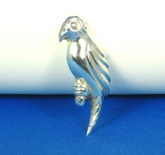 30% off Sale until 11/21/15 25% off until Christmas! A #vintage #925 sterling silver #parrot brooch and pendant. This unique piece is composed of a sterling silver which makes up this parrot #bird that lo... #diamonds #gold #rings #necklace #pin #pendant #judysgems2 #woj #teamlove