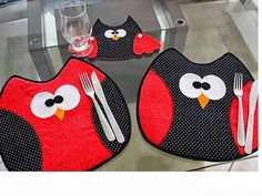 """jogo americano - Place mats, the kids will love these when I get them to """"help Oma set the table"""" Quilting Projects, Sewing Projects, Fabric Crafts, Sewing Crafts, Owl Applique, Place Mats Quilted, Table Runner And Placemats, Owl Crafts, Owl Patterns"""