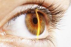 Slechts 17 procent van de wereldbevolking is gezegend met blauwe ogen. Natuurlijk bestaan er kleurlenzen, maar voor iedereen met bruine ogen is er goed nieuws: een nieuwe methode maakt bruine ogen permanent blauw!