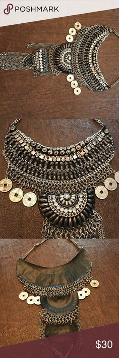 NECKLACE Perfect condition. Beaded necklace. Beautifully made. Leather backing. Worn only a few times Jewelry Necklaces