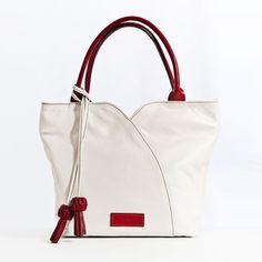 Bolso de Mano en piel de primera calidad El Montes. Fashion, Women's Handbags, Trapillo, Hands, Fur, Women, Moda, Fashion Styles, Fasion