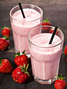 Ice Cream Maker Recipes Homemade Easy Strawberry Milkshake - This is the thing that summers are made for and appeals to all ages ) Click the image for more info. Homemade Milkshake, Milkshake Recipes, Smoothie Recipes, Milkshakes, Homemade Ice, Mcdonalds Milkshake, Drink Recipes, Smoothie Drinks, Healthy Smoothies